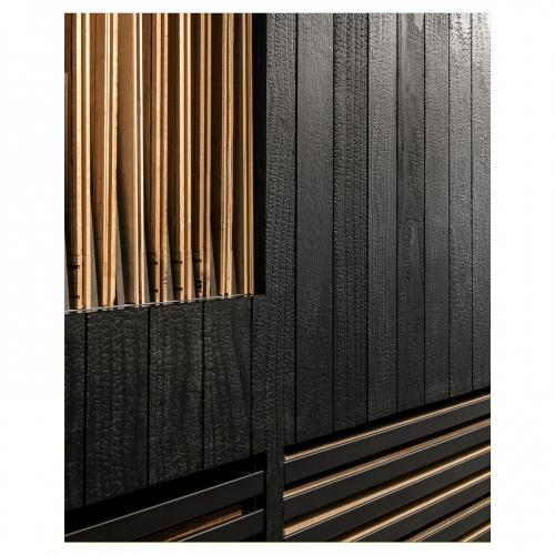 Quand le bois brûlé, tel un cuir grainé se fait écrin pour présenter nos collections de parquets et bois muraux. . . . . Réalisation @joanasultan 📸@cafeine . . . . #carresol#design#designinterior#interior#homedesign#homesweethome#decoration#architecture#archilovers#wood#woodfloor#woodflooring#parquet#bois#style#lifestyle#furniture#inspiration #agencegabeli #blackwall #burnt #shousugiban