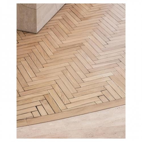 CHE\/RONS FL/\MMÉS . Issu de notre nouvelle collection Les Motifs Revisités, ce plancher en Chêne massif illustre les petites travées parisiennes. Vieilli par brûlage et martelage artisanal de chaque lame. . .CARRÉSOL ÉDITIONS — 29 RUE DU LOUVRE PARIS — . . . @JoanaSultan 📷@Cafeine #carresol #inspiration #interior #design #interiordecor #decor #interiordesign #contemporydesign #designart #designinterior #designinspiration #designer #architecture #archilovers #art #wood #woodfloor #style #chic #decoration #furniture #home #homeswethome #flagship #showroom #Paris #agencegabeli