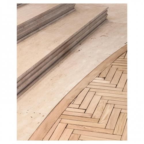 Marches de Travertin et Chêne brûlé. Plancher à chevrons issu de notre nouvelle collection Les Motifs Revisités. . Bois vieilli par brûlage et martelage artisanal de chaque lame. . . . . . .CARRÉSOL ÉDITIONS — 29 RUE DU LOUVRE PARIS — . . . . Réalisation @JoanaSultan #AgenceGabeli 📷@Cafeine #carresol #inspiration #interior #design #interiordecor #decor #interiordesign #contemporydesign #designart #designinterior #designinspiration #designer #architecture #archilovers #art #wood #woodfloor #style #chic #decoration #furniture #home #homeswethome #flagship #showroom #Paris #agencegabeli.
