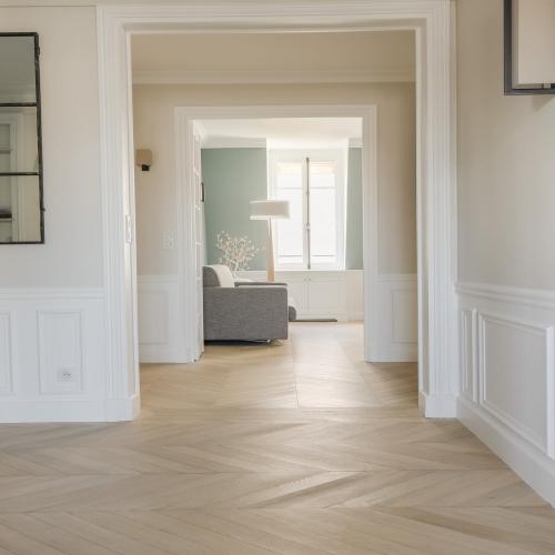 Accord parfait entre matières et couleurs. Le point de Hongrie apporte une touche de géométrie à cet appartement parisien.💫⠀ ∙⠀⠀ Parquet Point de Hongrie en Chêne, finition extra mate.⠀ Collection Les Parquets à Motifs⠀ ∙⠀⠀ ∙⠀⠀ ∙⠀⠀ ∙⠀⠀ #carresol #parquet #interieurdesigner #designdinterieur #appartementparisien #chicdesign #architecturedinterieur #amenagementinterieur #maisoncontemporaine #intérieurs #woodenhome #woodinteriordesign #interior #parquetflooring #woodfloors #flooringideas #flooringdesignideas #hardwoodfloors #agencementsurmesure #agencementinterieur #reclaimedwood #woodenfloor #menuiseriesurmesure #chêne
