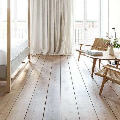 ∙ I N S P I R A T I O N •⠀ Jouer sur les contrastes d'une lumière envoutante mettant en valeur les lignes de ce plancher. 🌱⠀ ∙⠀ ——————————⠀ 🔎 Via @silent__living⠀ ——————————⠀ ∙⠀ ∙⠀ ∙⠀ #carresol #parquet #interieurdesigner #designdinterieur #appartementparisien #chicdesign #architecturedinterieur #amenagementinterieur #maisoncontemporaine #intérieurs #woodenhome #woodinteriordesign #interior #parquetflooring #woodfloors #flooringideas #flooringdesignideas #hardwoodfloors #agencementsurmesure #agencementinterieur #reclaimedwood #woodenfloor #menuiseriesurmesure #chêne